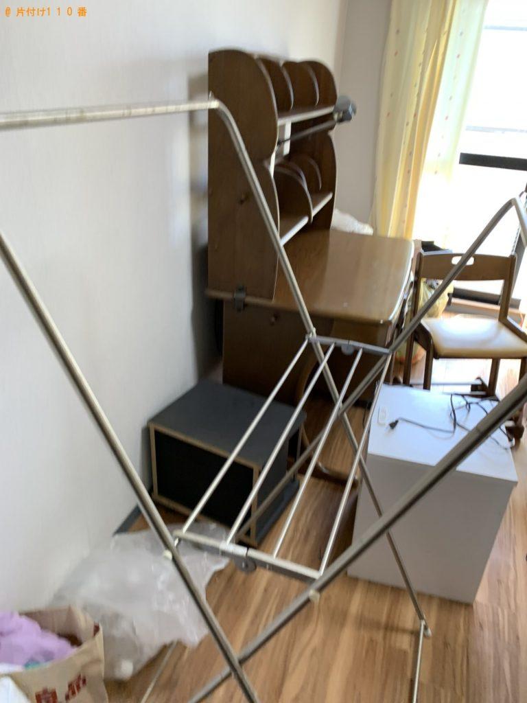 【北名古屋市】遺品整理でドレッサー、椅子、学習机、テレビ台等の回収・処分