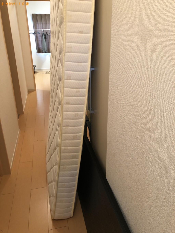 【木津川市】ガラステーブル、シングルベッドマットレス、天板の回収
